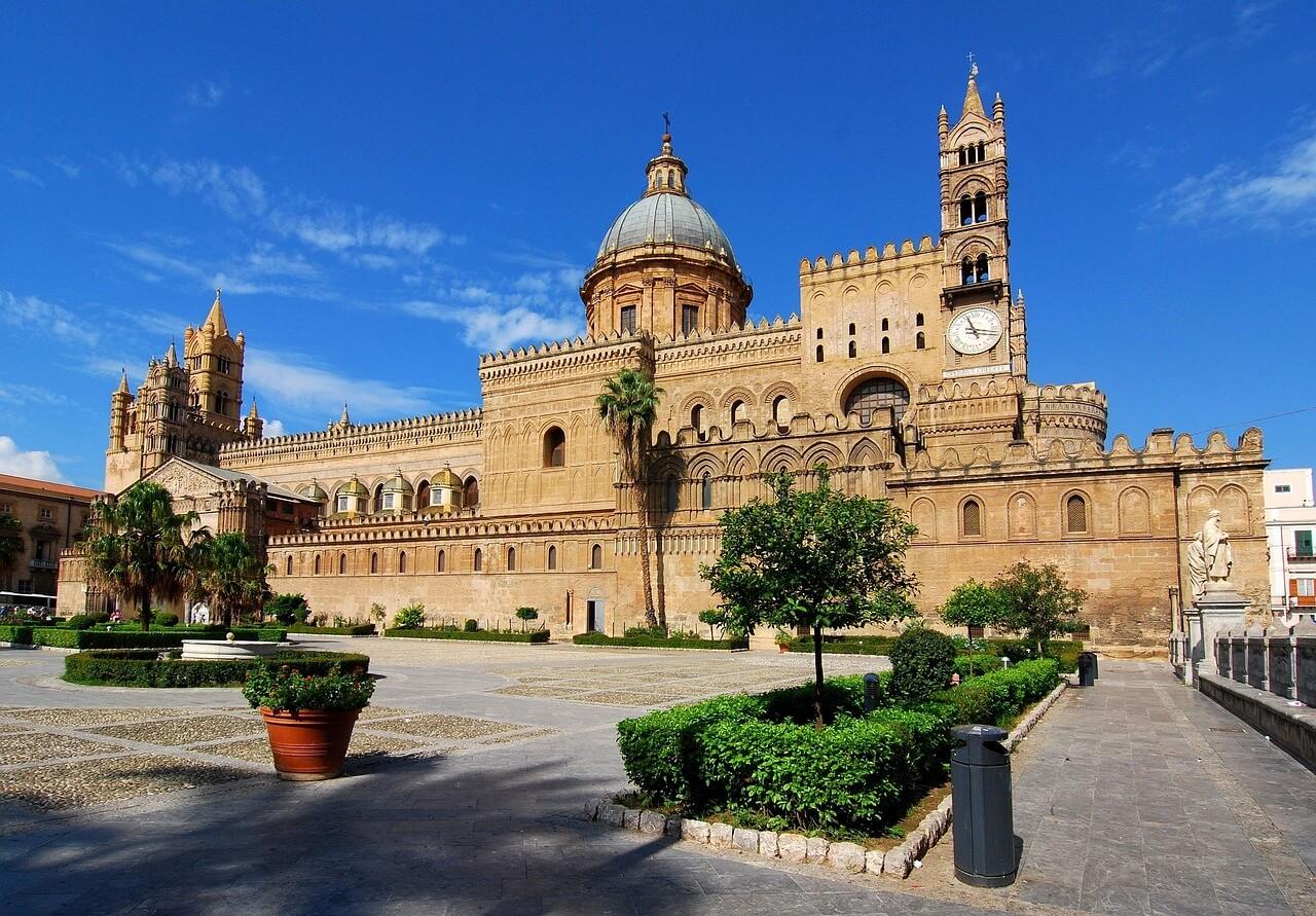 Palermo Piaza Kirche