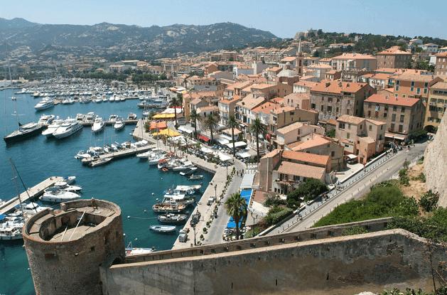 Stadt auf Korsika