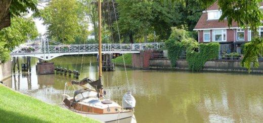 Grachten und Boote in der Niederlande