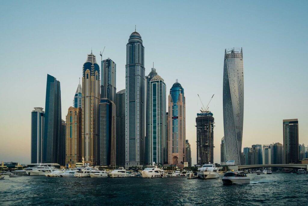 Luxuriöse Hochhäuser in Dubai
