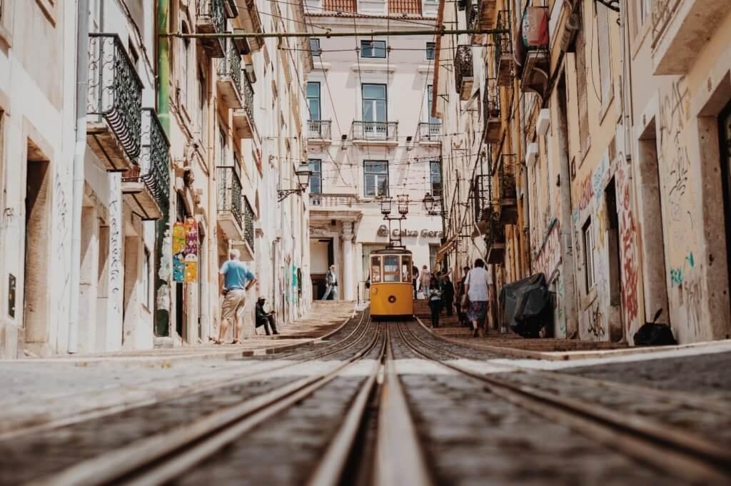 Alte Strassenbahn in Lissabon