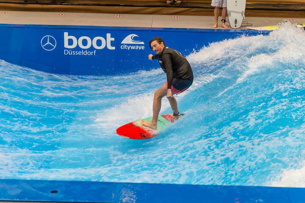Die Surferwelle auf der boot 2020