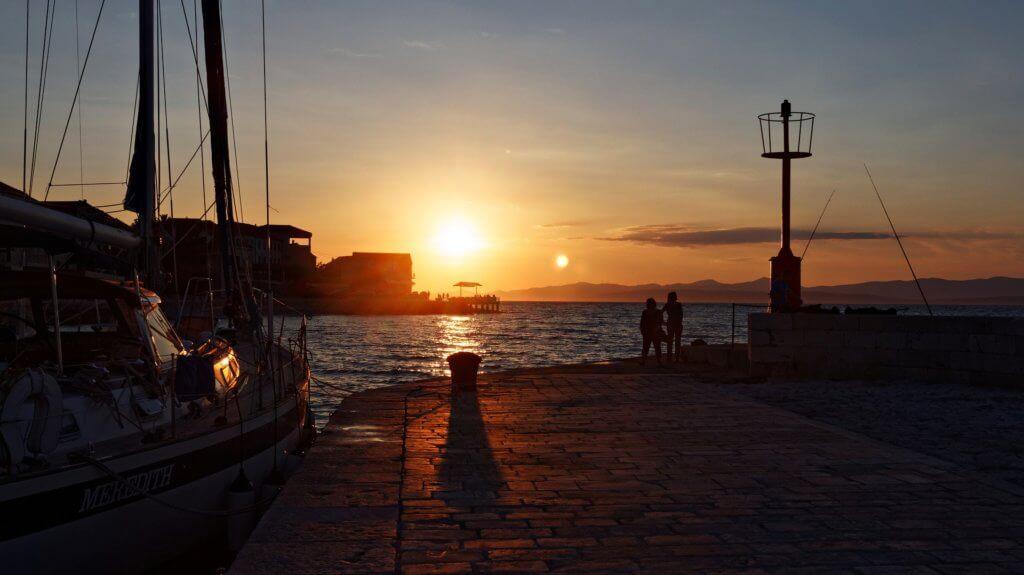 Sonnenuntergang im Hafen von Hvar