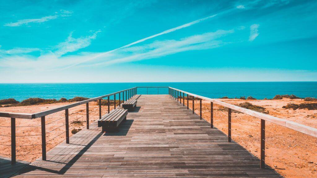 Atemberaubender Ausblick auf den Strand von Ilha de Farol in Portugal