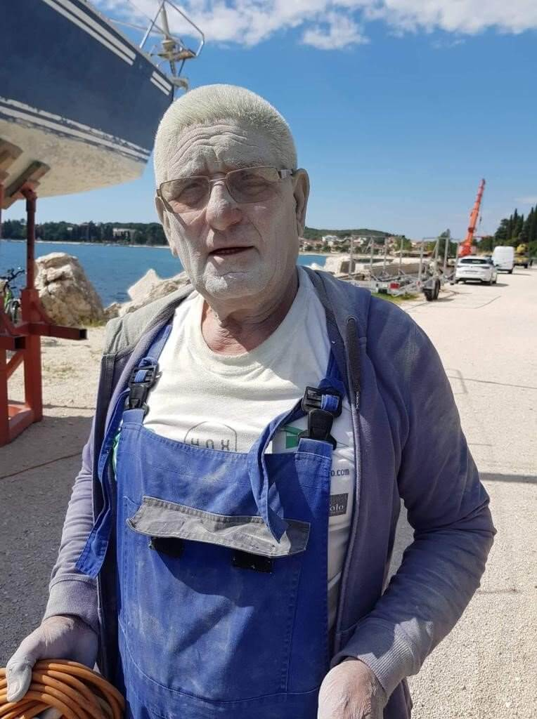 Pulp beim Bau des Bootes