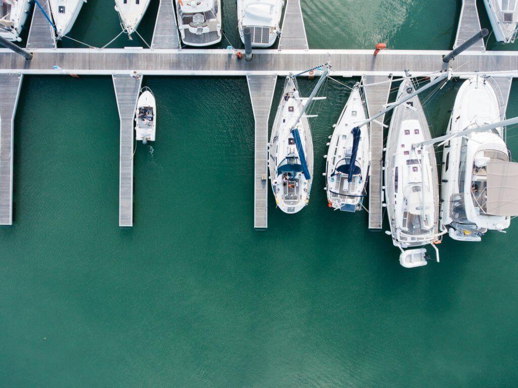 Marina mit Segelbooten