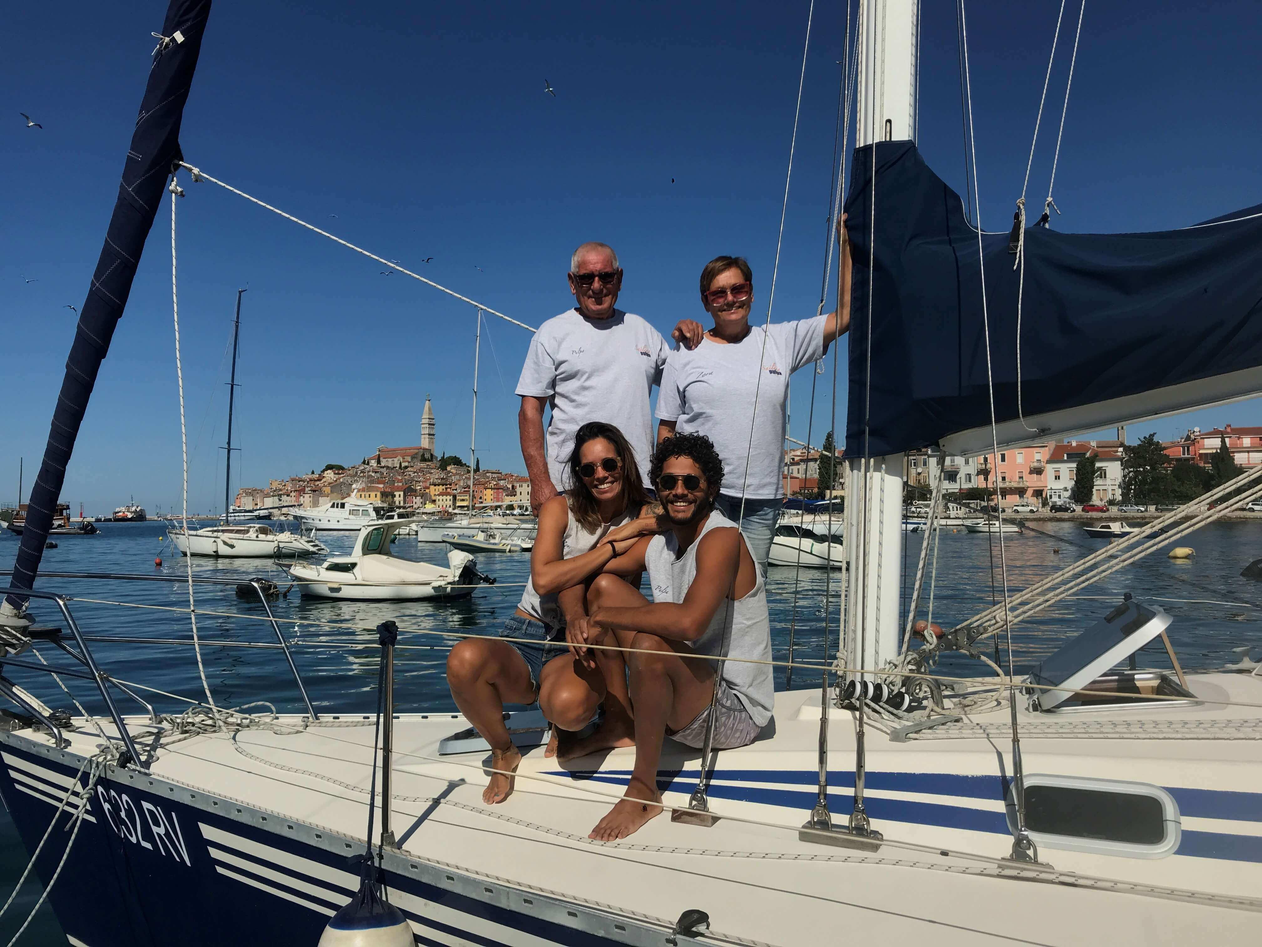 Die ganze Familie an Bord von Pulpa