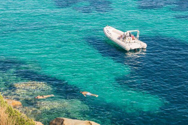 Motorboot mieten und schnorcheln