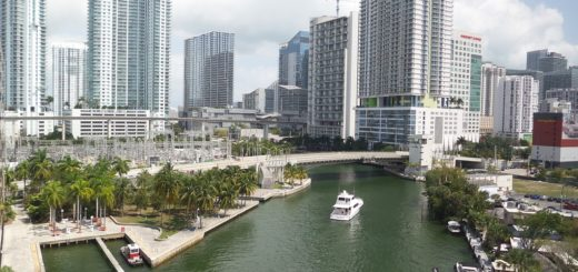 rent a yacht in Miami