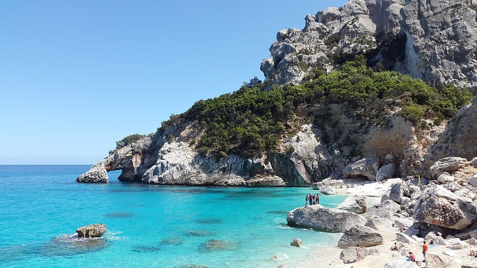 hire a boat in Sardinia