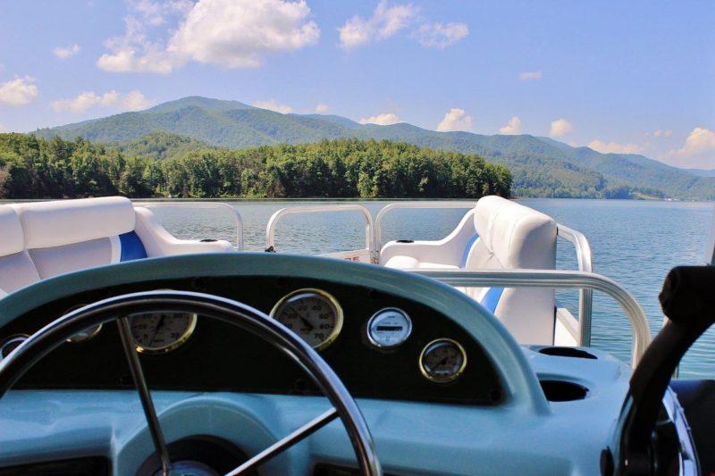 Steering wheel of a pontoon boat