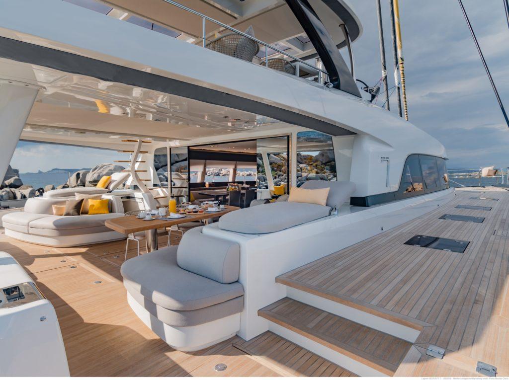 Catamaran with perfect textiles