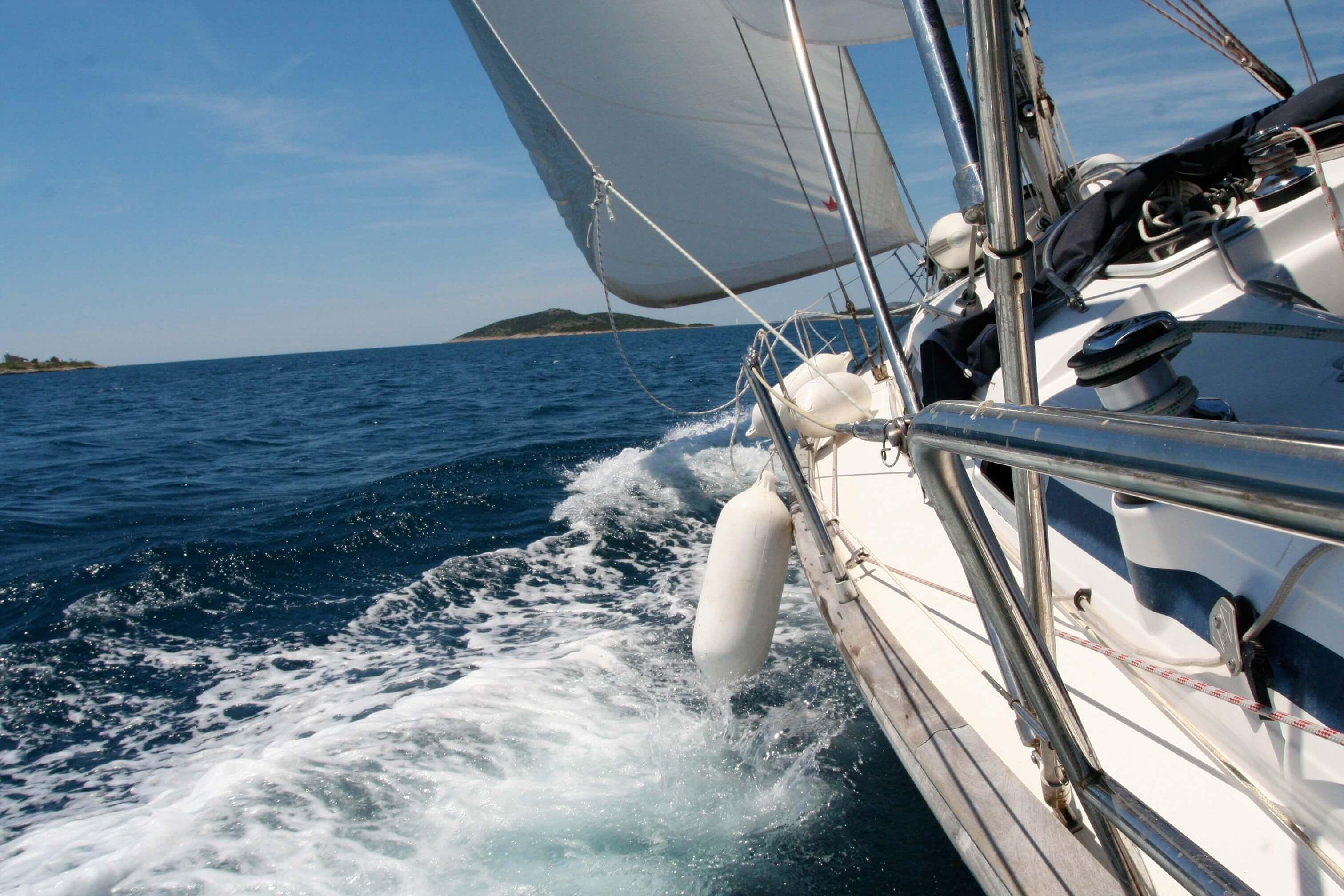 navegando a bordo de un velero