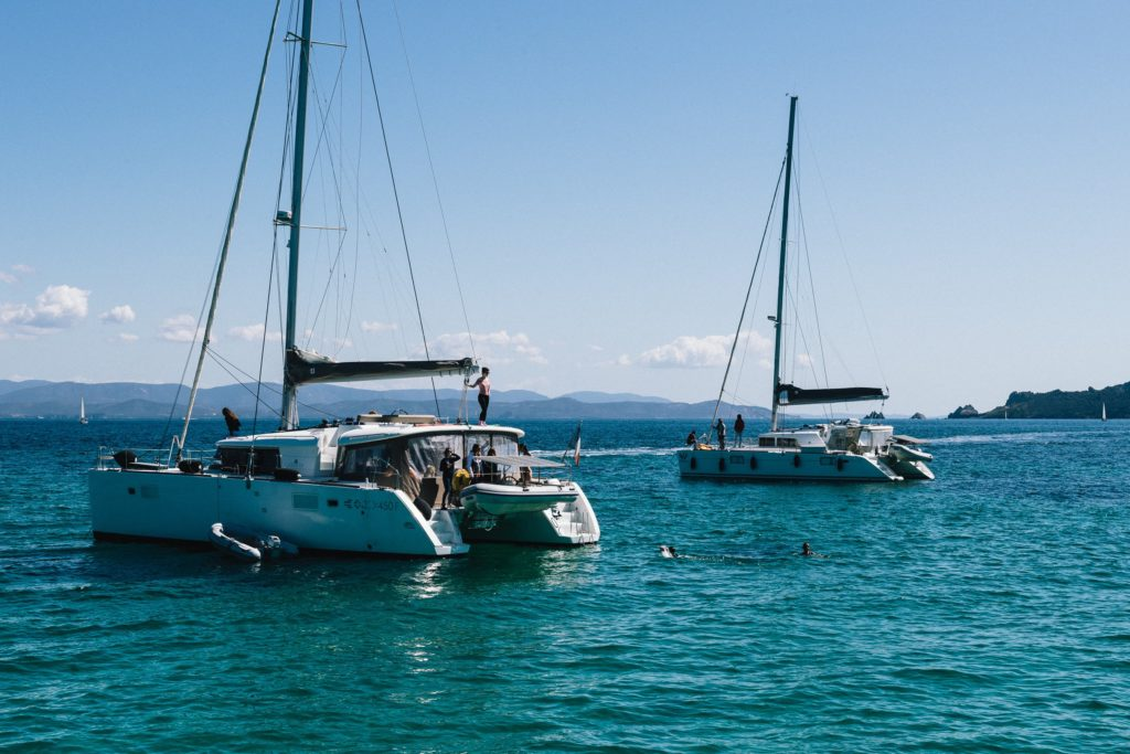 Navegar en el mar mediterráneo