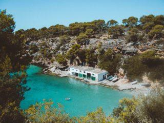 Cala secreta de agua turquesa