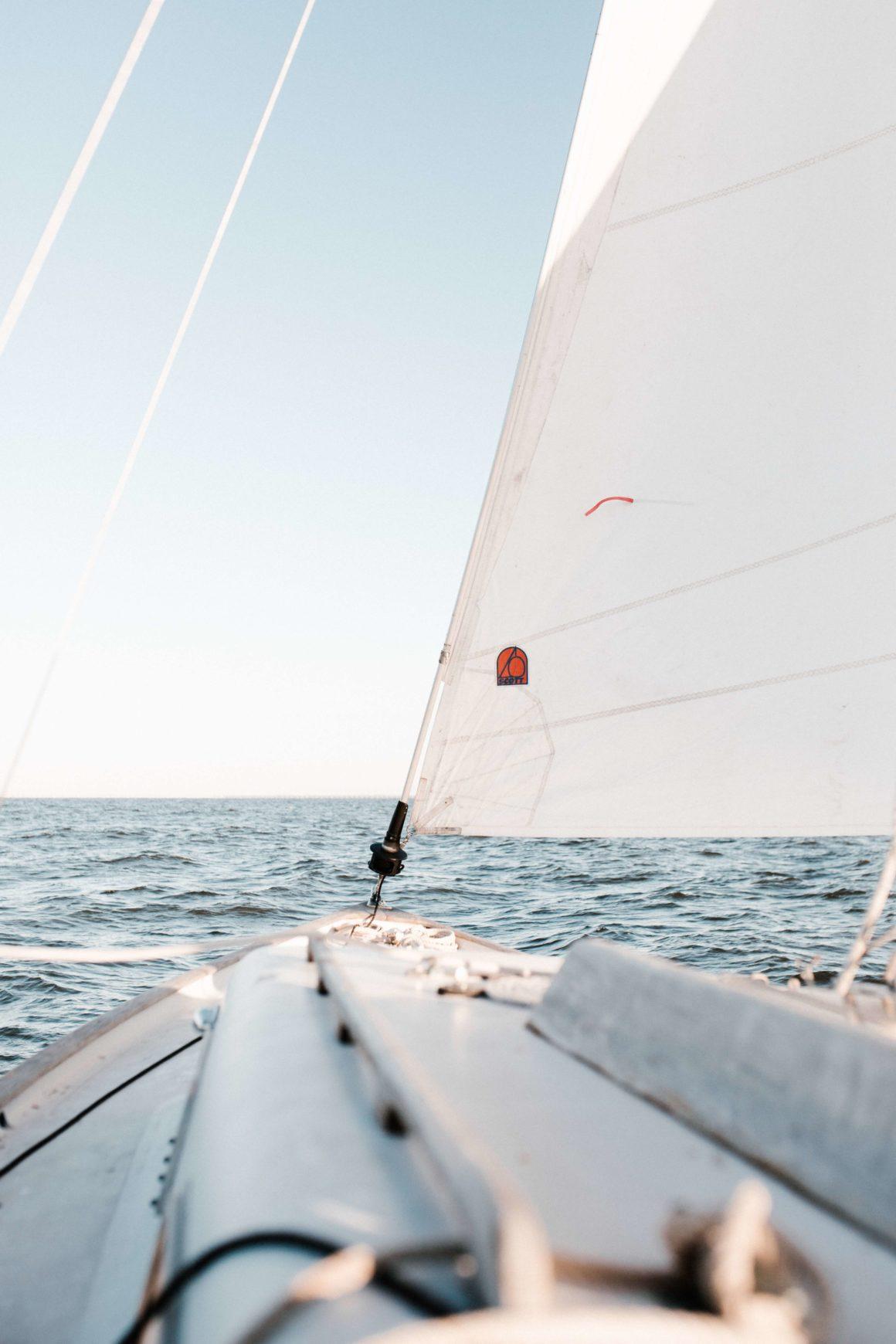 cuándo se podría navegar en velero