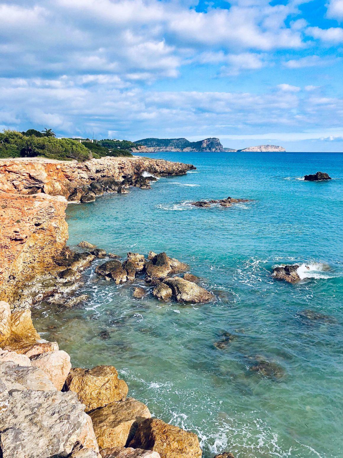 Cala a visitar en lancha en Ibiza