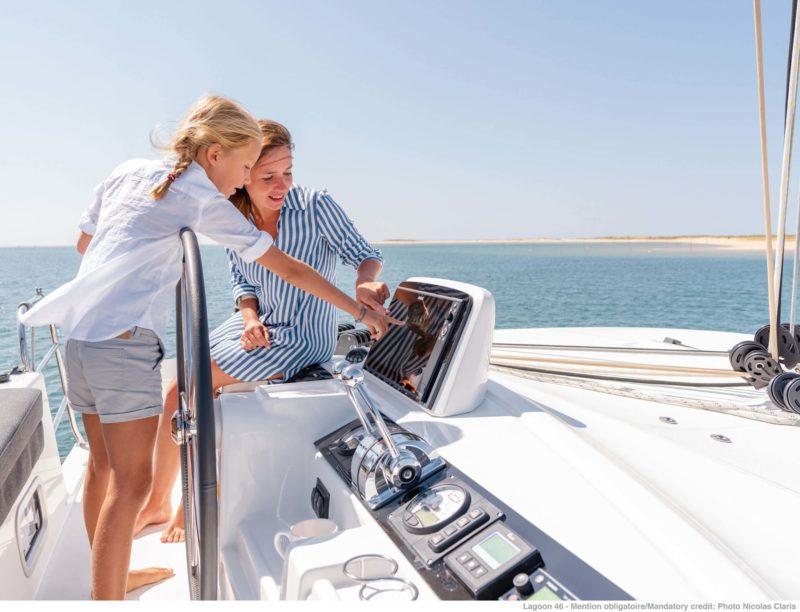 viajar con niños en un catamarán