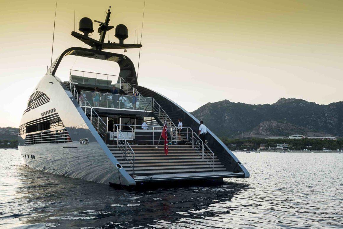 Yate lujoso en Cannes