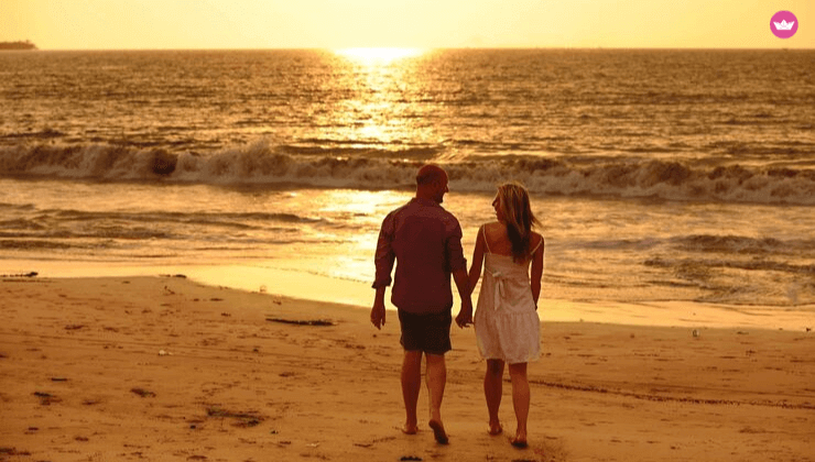 coppia in viaggio al mare