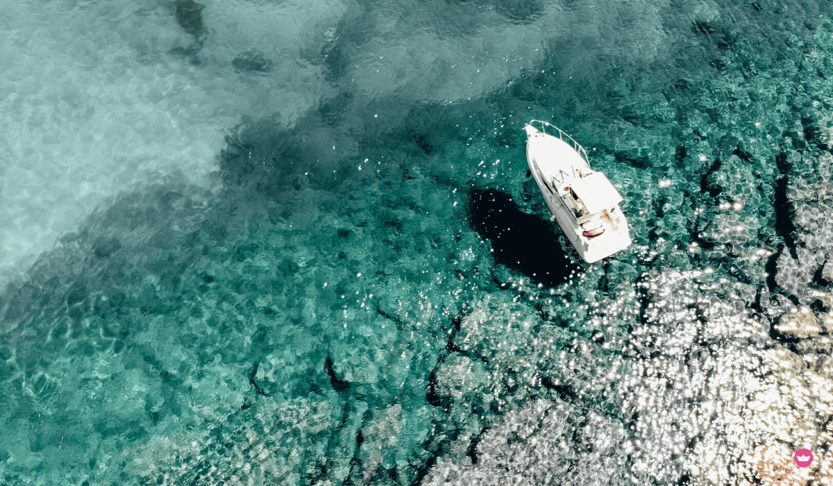 barca e fondo marino