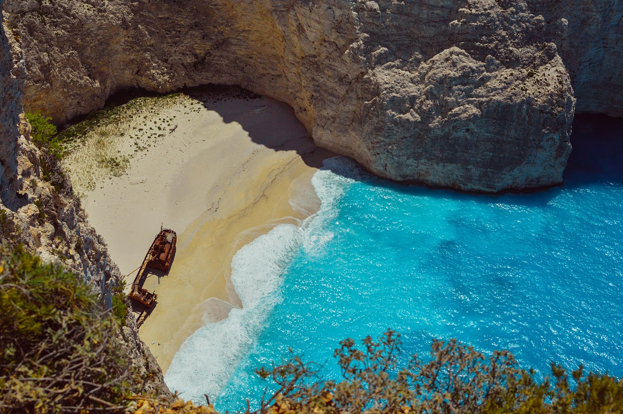 Navagio strand in Zakynthos Griekenland shipwreck beach