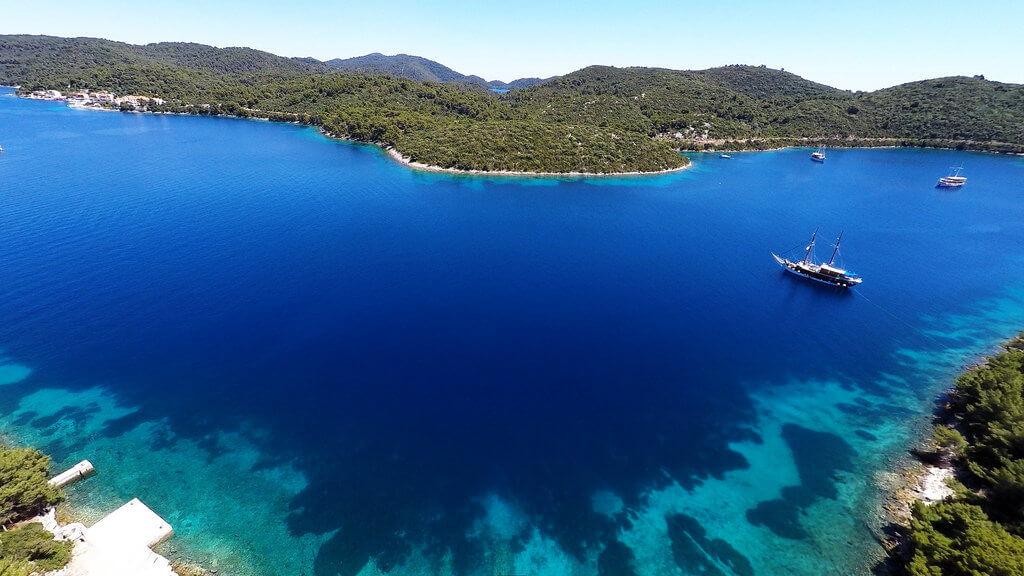 Boot huren Mljet, Pomena eiland Mljet,Mooiste strand europa, beste aanlegplaatsen kroatie, catamaran huren kroatie, bootverhuur kroatie, zeilboot huren kroatie, Lubenice  strand Cres Boot huren kroatie, vaarvakantie kroatie, zeilvakantie kroatie,