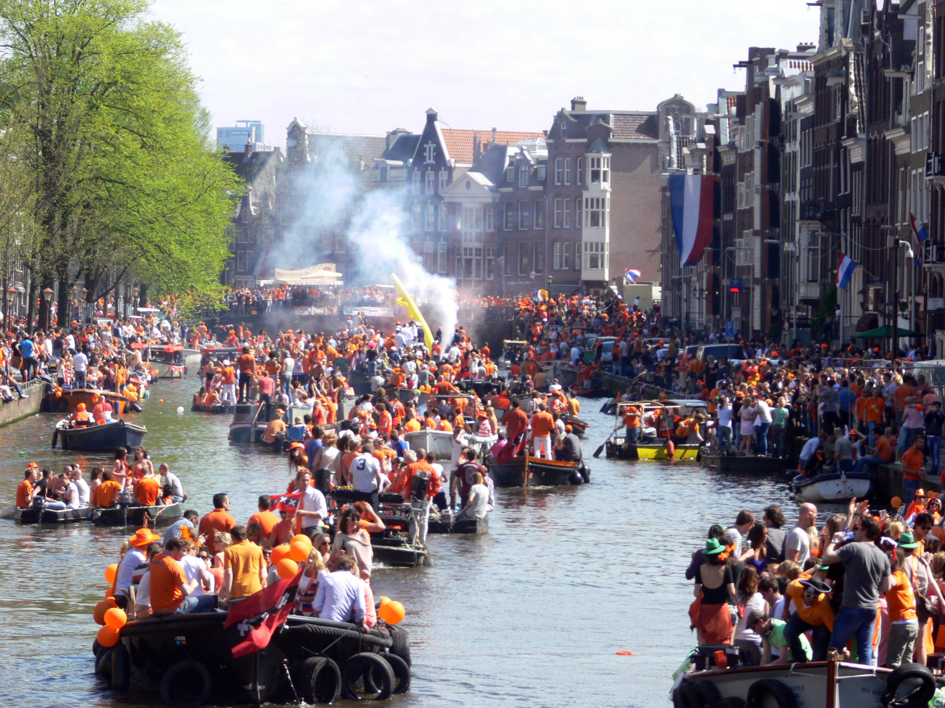 boot huren nederland boot huren amsterdam bootverhuur amsterdam ontdek amsterdam vakantie in nederland feestdagen 2019 lang weekend amsterdam