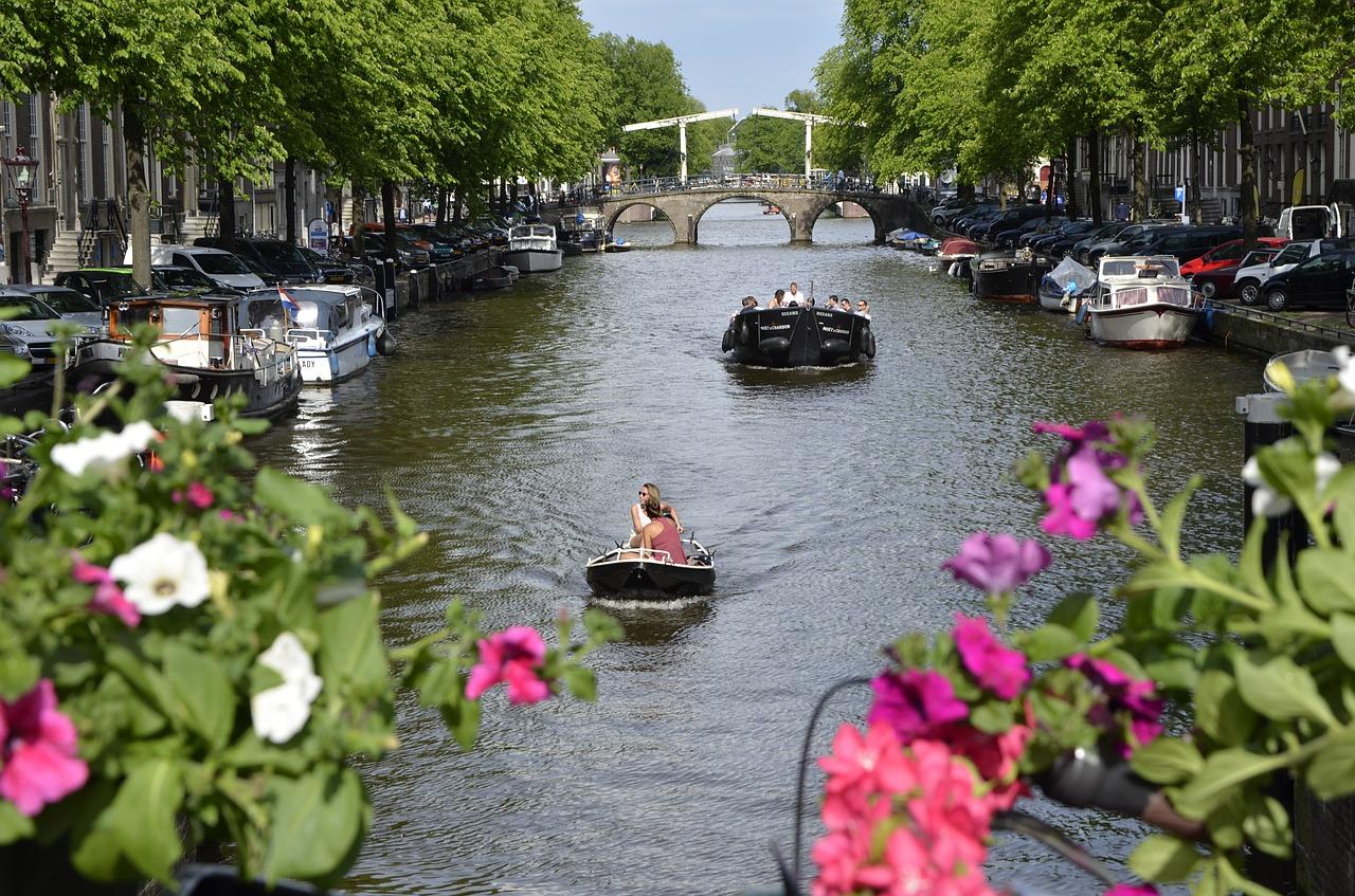 boot huren amsterdam sloep huren amsterdam vakantie nederland zomer  nederland boot huren nederland