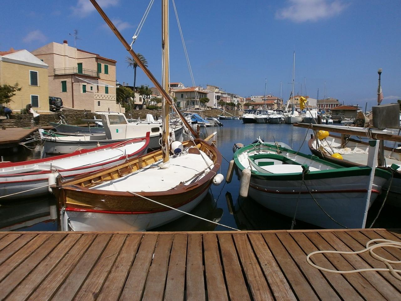 vakantie in sardinië zeilen sardinië vaarvakantie italië motorboot huren italië boot huren sardinië boot huren italië