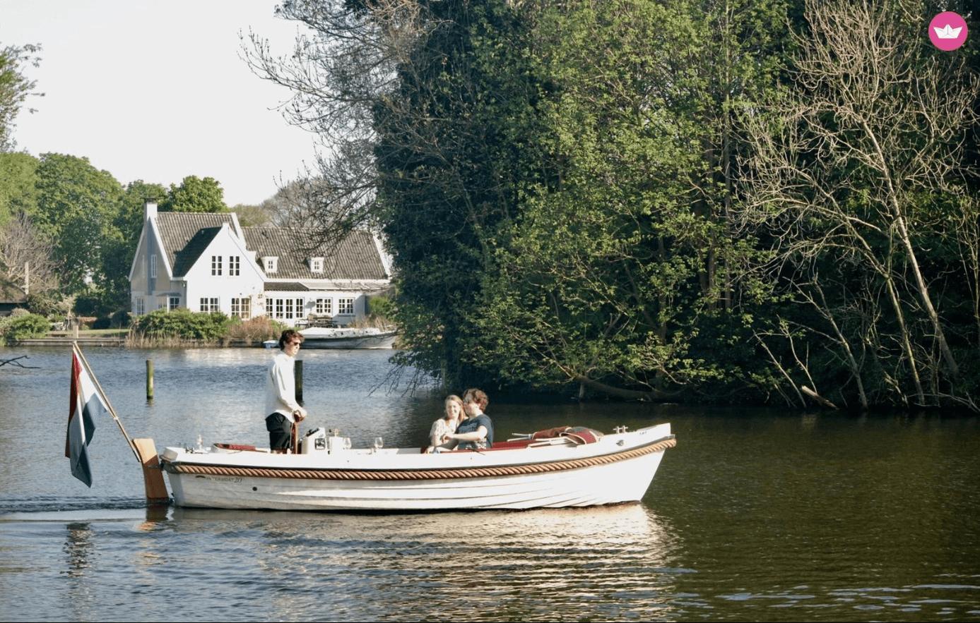 Sloep op een meer