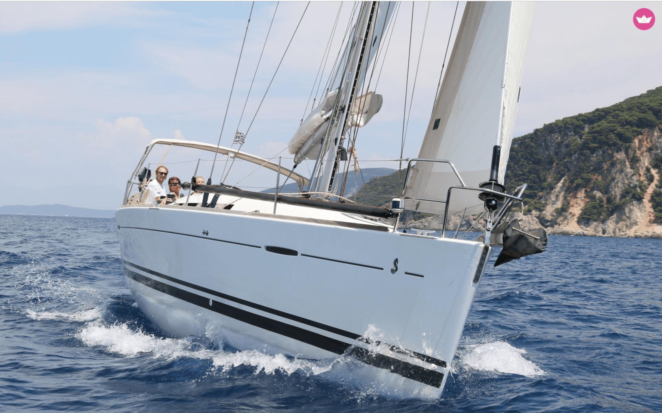 Zeilboot in beweging op zee