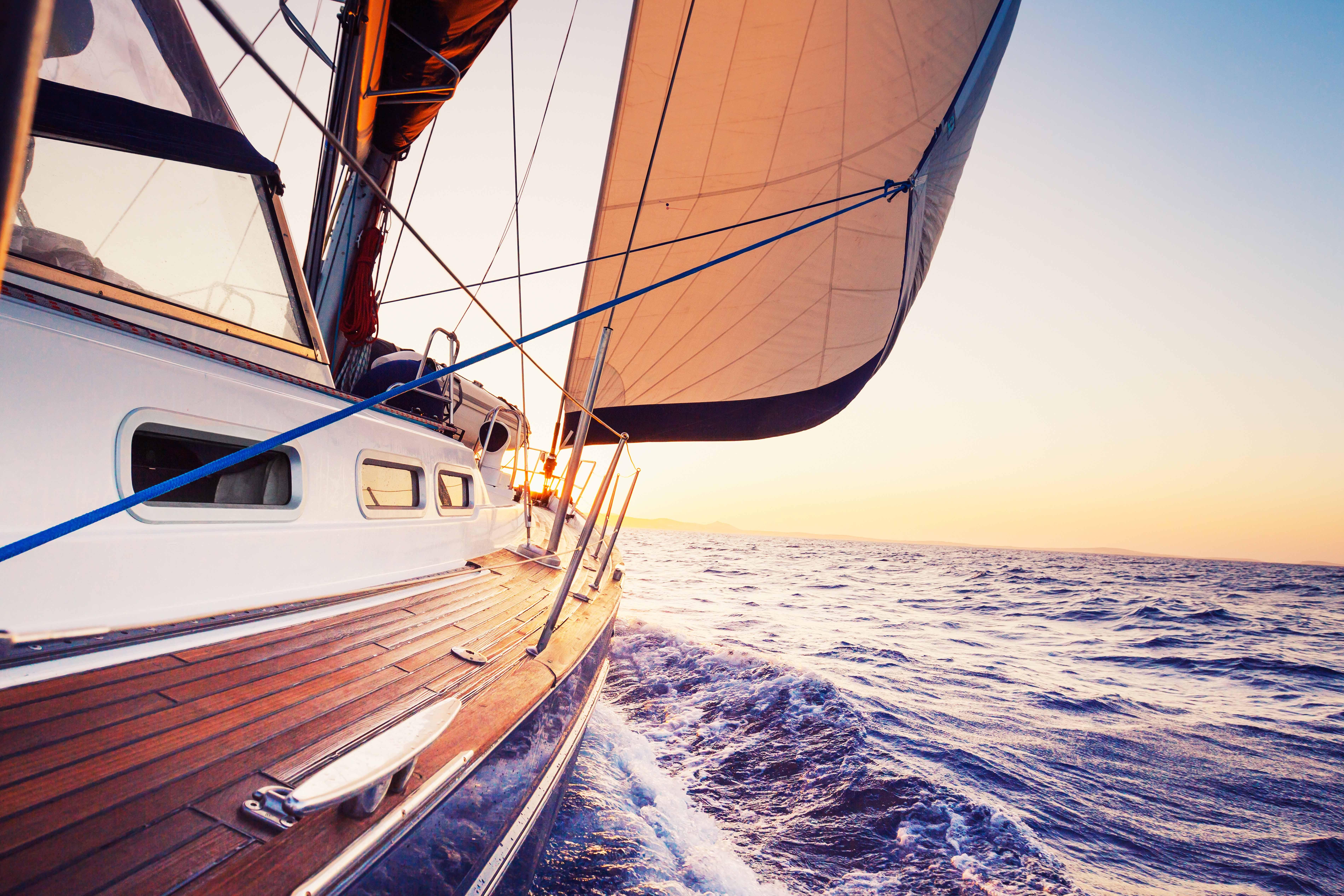 jacht czy katamaran