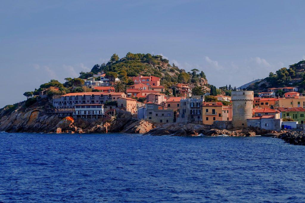 Wyspa Elba widziana z morza