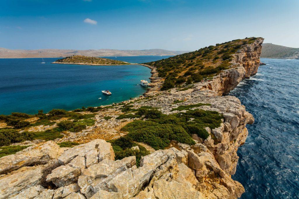 Wapienne klify w Parku Narodowym na wyspie Kornati