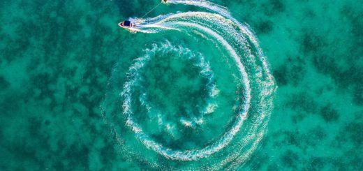 Motorówka pływająca w kółko