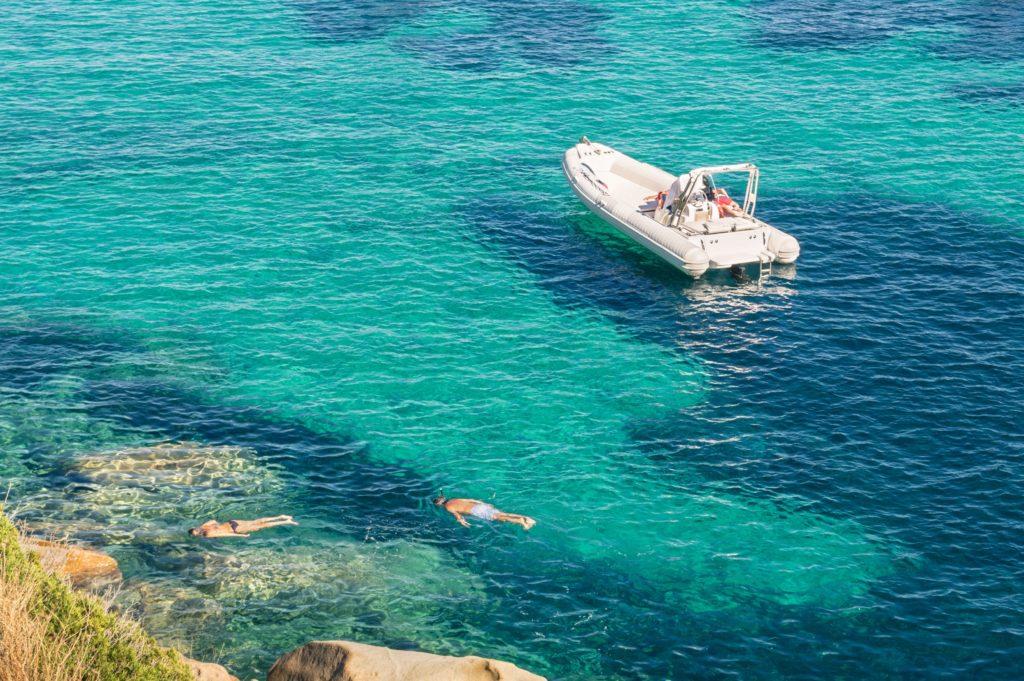 Ponton RIB i pływanie w morzu