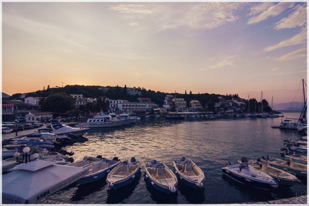 Kassiopi, łodzie, port
