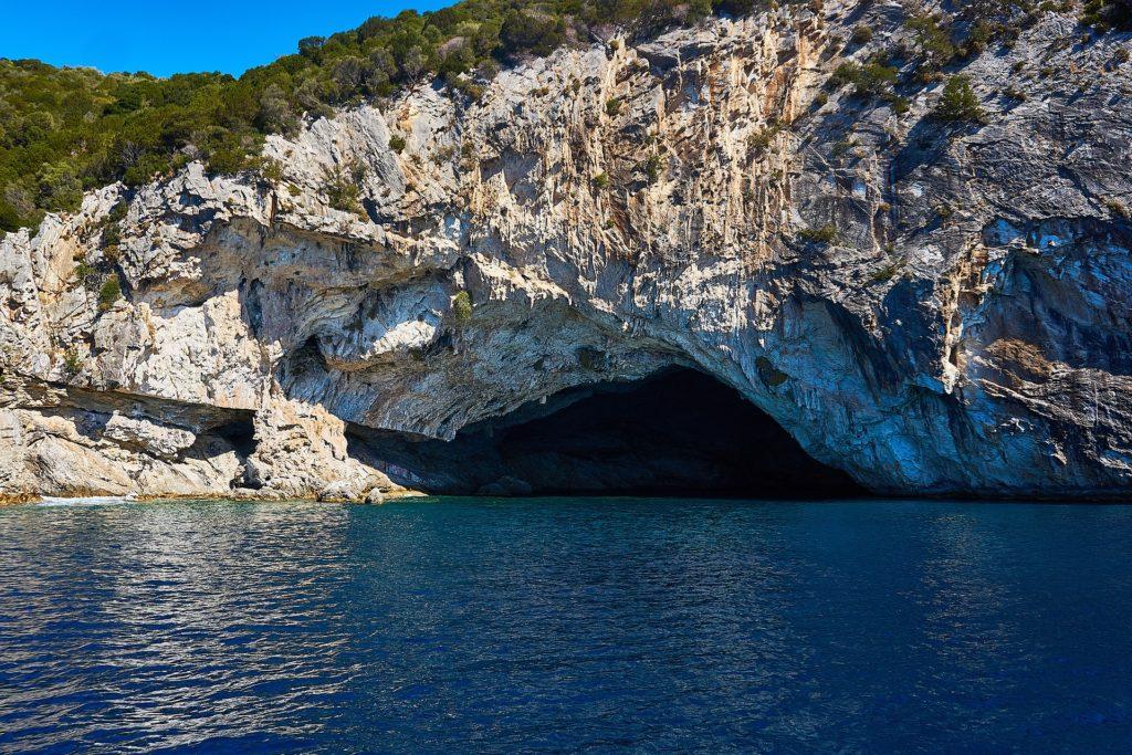 Jaskinia Papanikolis Grecja żagle