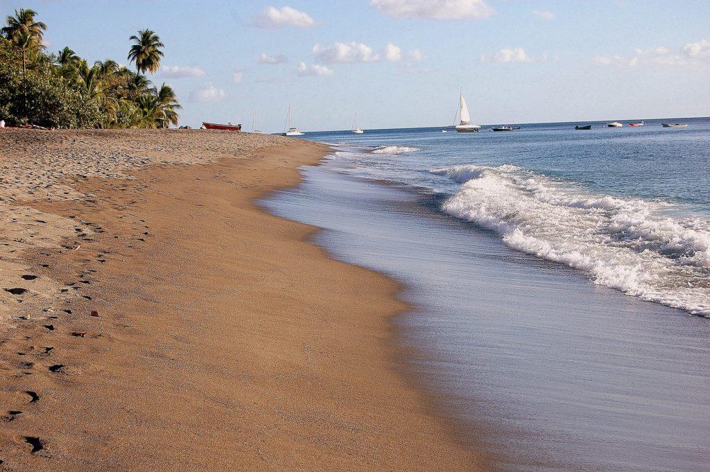 Plaża czarter jachtów Martynika pod żaglami