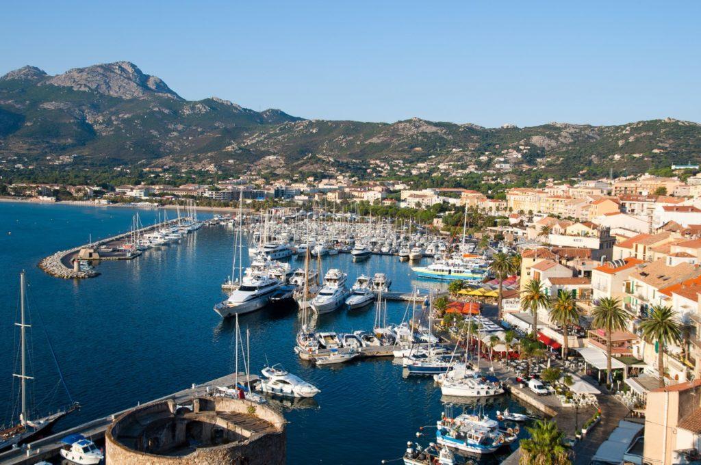 Czarter jachtów Calvi Korsyka zwiedzanie