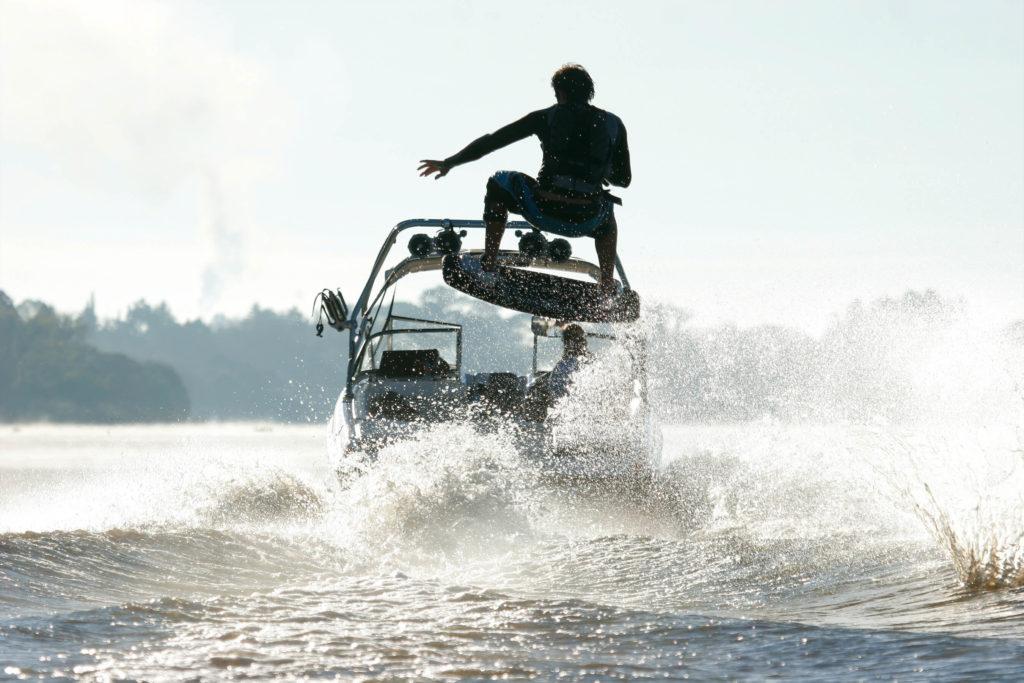 Łódź motorowa i sporty wodne