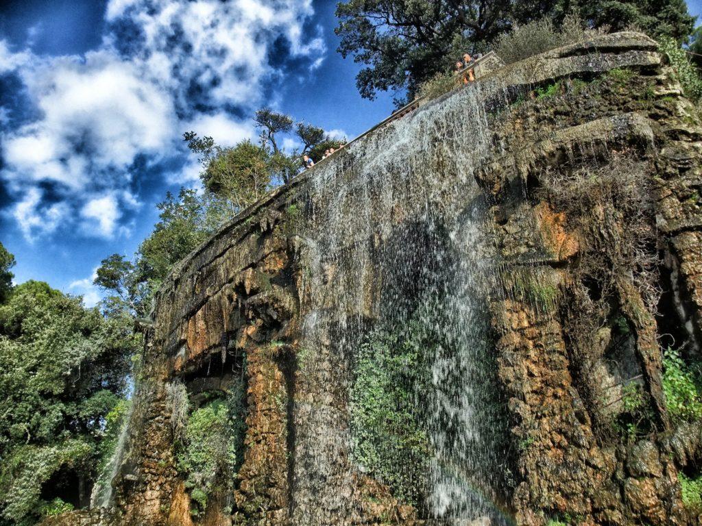 Nicea sztuczny wodospad wzgórze zamkowe