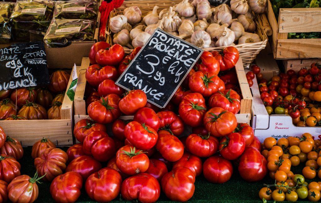 Warzywa targ zakupy sezonowe