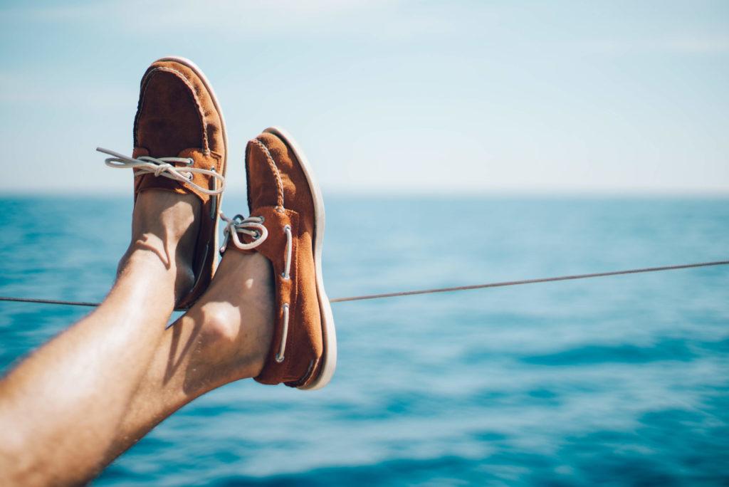 Co zabrać na żagle buty na pokład