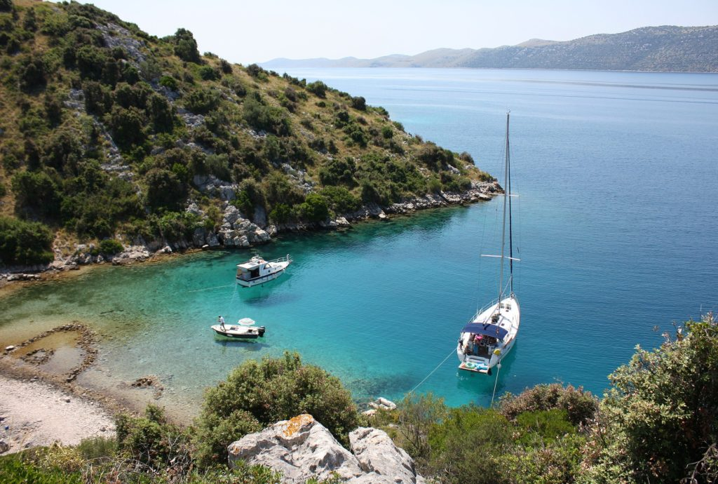 Cumowanie w zatoce czarter jachtów Chorwacja