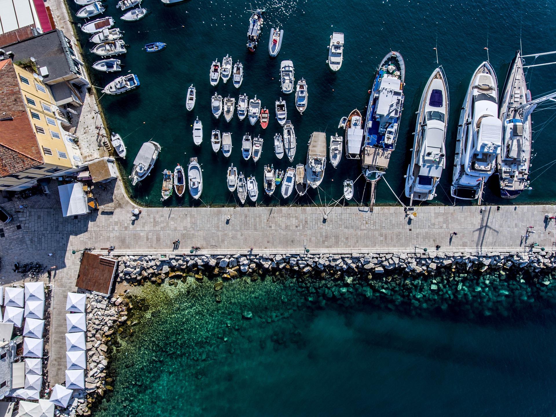 Żeglowanie w Chorwacji marina z góry