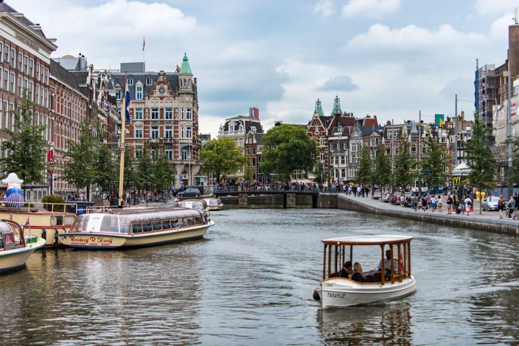 Zwiedzanie Amsterdamu łodzią