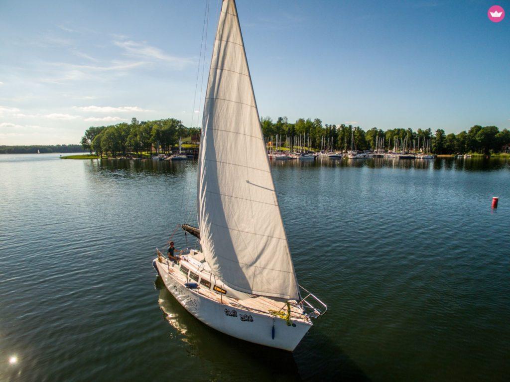 Jacht żaglowy Mazury jezioro