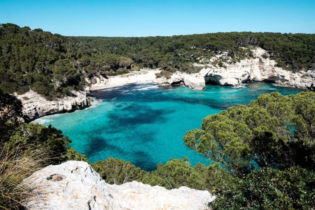 Najpiękniejsze wyspy na świecie Minorka-Zatoka-Mitjana